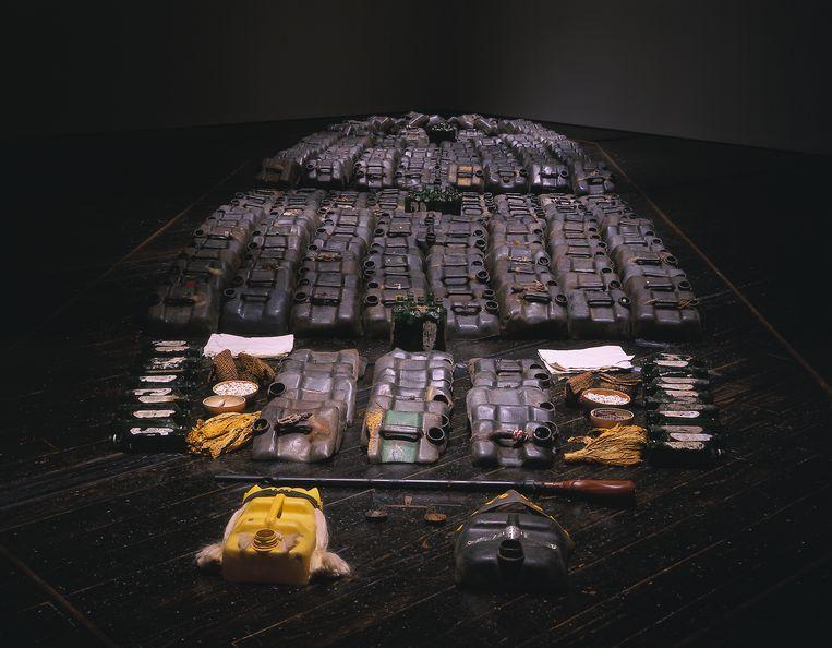 La Bouche du Roi, een installatie met onder meer kralen, tabak en specerijen. Onderdeel van de tentoonstelling. Beeld Romuald Hazoumè
