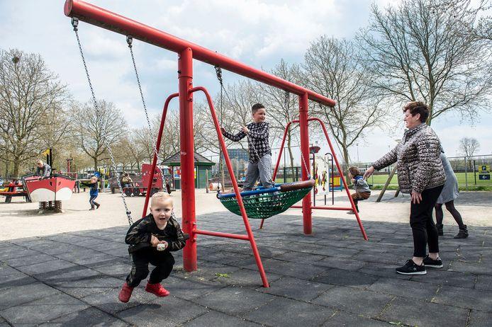 ETTEN-LEUR, Pix4Profs-Ron Magielse de gratis toegankelijke speeltuin hoge neer is populair in de meivakantie.
