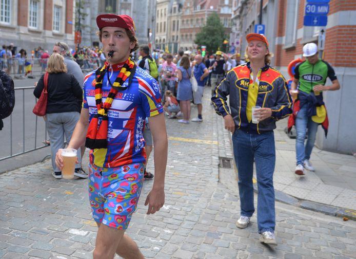Op weg naar café Leuven Central kom je altijd kleurrijke figuren tegen en dat maakt het WK Wielrennen in Leuven net zo mooi.