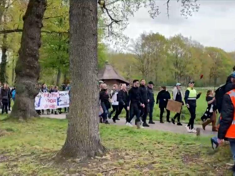 Grote protestmars tegen coronamaatregelen loopt uit de hand