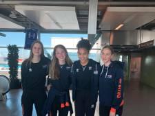 Deze volleybalsters van het Apeldoornse Dynamo verdedigen de eer van Oranje onder de 16 jaar