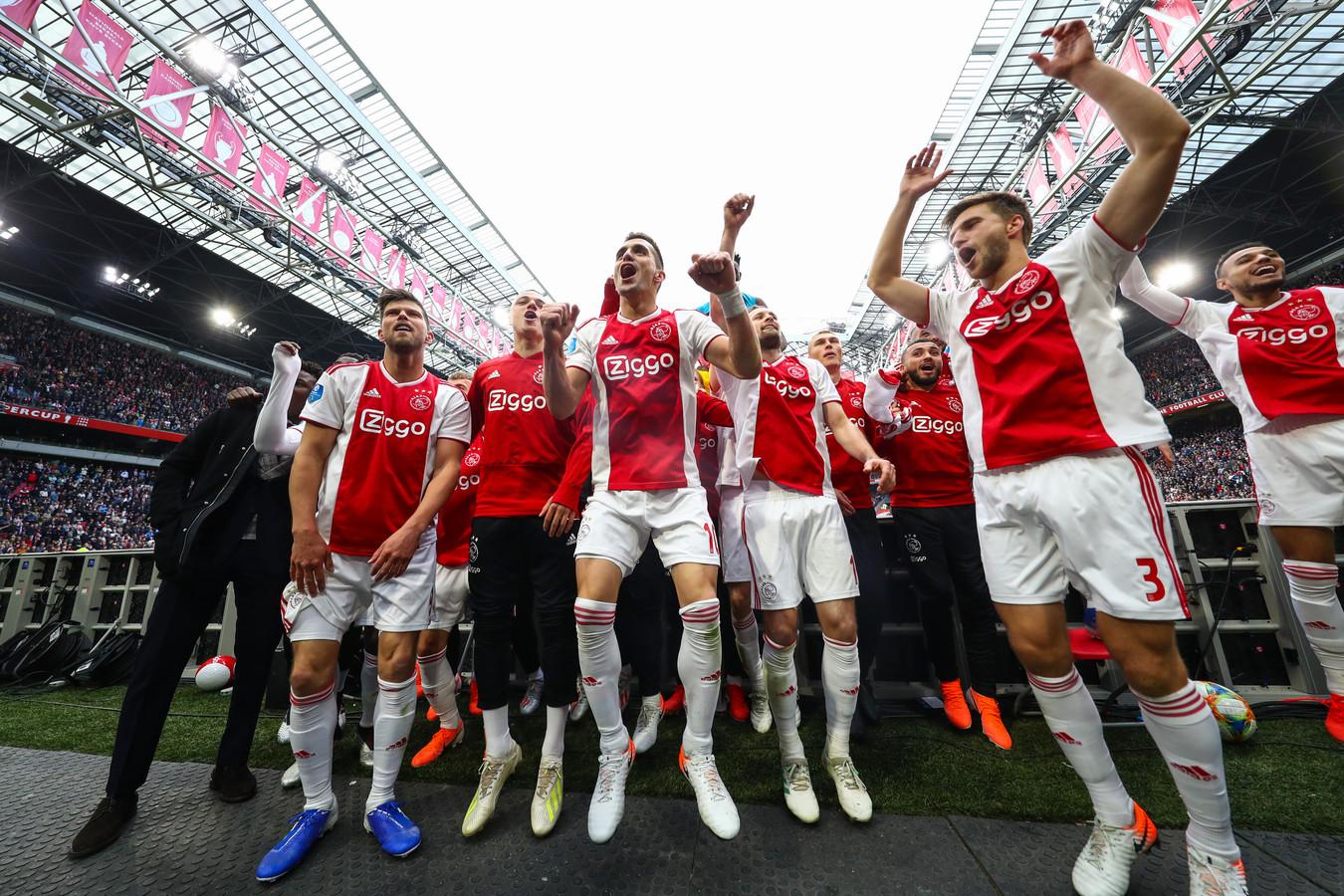 Ajax viert het kampioenschap in 2019 in een bomvolle Arena. Zo intens als toen zal een eventuele - officieuze - titel vandaag niet worden gevierd voor maximaal 7500 toeschouwers.