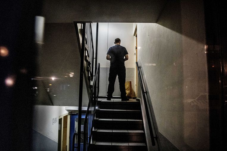 In een woning in Rotterdam wordt politieonderzoek verricht. Beeld ANP