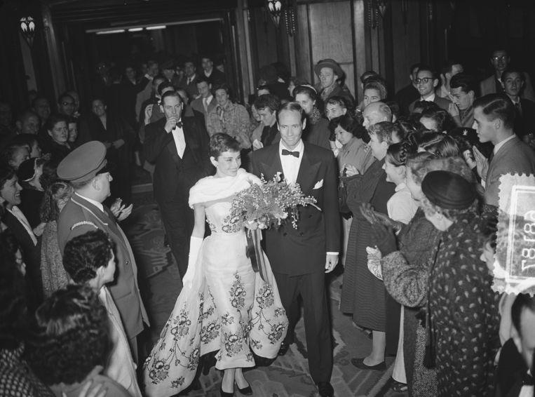 Audrey Hepburn en echtgenoot Mel Ferrer in Tuschinski in 1954. Beeld Nationaal Archief