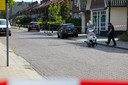 De  politie doet na de steekpartij onderzoek op het Hofveld in Apeldoorn.