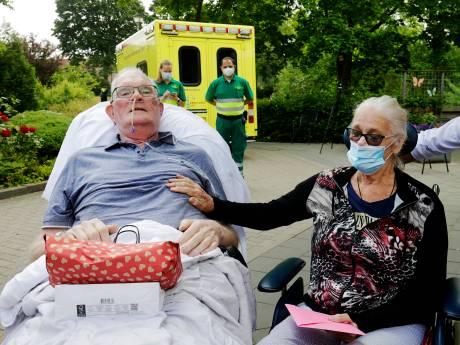 Grote vreugde na vier maanden coronaleed: Krijn (71) en Ank (70) zien elkaar weer (en dát op hun trouwdag)