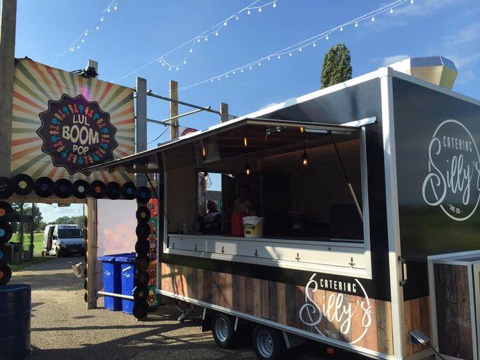Catering van snackbar Silly's op het festival Lulboompop, op de avond van de dag van de brand.