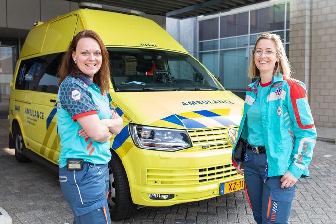 Medewerkers van de zorgambulance hebben met succes de scholing afgerond waarmee ze mogen werken op de nieuwe ambulance voor middencomplexe zorg.