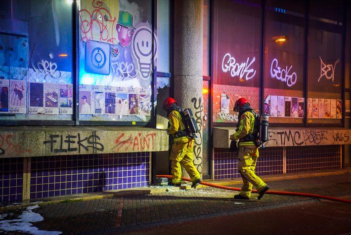 Dakloze uit brandend kantoorpand gehaald in centrum Eindhoven.