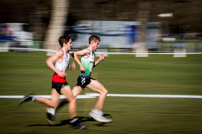 Dieter Kersten (groen-wit) op weg naar zilver op het BK veldlopen in Brussel eind februari.