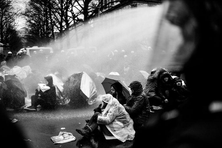 Het waterkanon werd ingezet bij confrontaties tussen linkse activisten en politie.  Beeld Getty Images