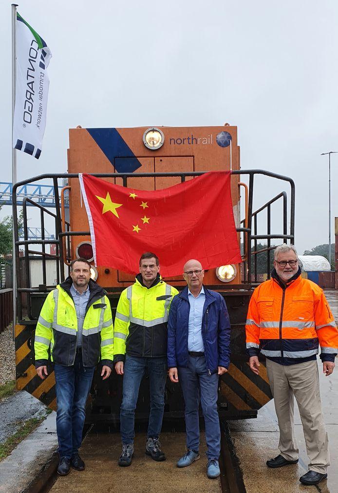 De eerste trein die containers met Chinese goederen naar Emmerik bracht werd opgewacht door onder meer Heiko Vollmer en Michael Mies van Contargo, burgemeester Peter Hinze van Stadt Emmerich en Udo Jessner van Port Emmerich.