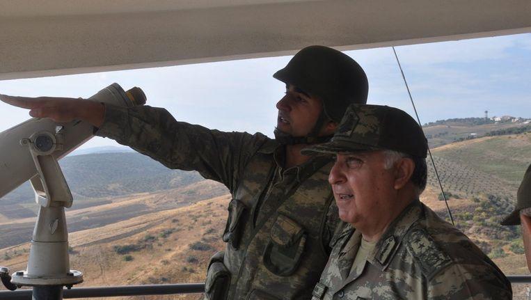 De Turkse legerchef Necdet Özel bezocht deze week het grensgebied. Beeld EPA