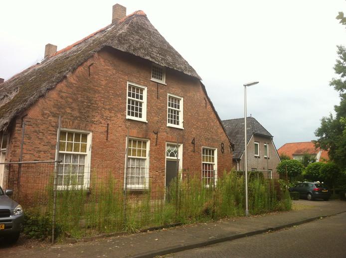 De verpauperde woning aan de Achterstraat 66 in Vlijmen.