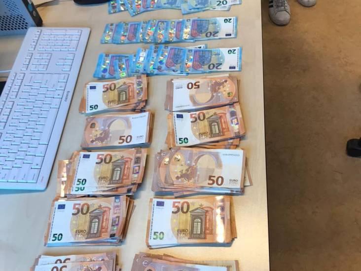 11.000 euro cash in auto in Budel, aanhouding voor witwassen