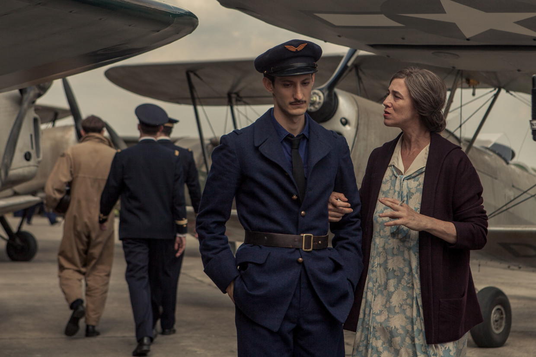De Franse schrijver Romain Gary dankt de hunkering naar avontuur en de droom om een beroemd schrijver te worden aan zijn moeder Nina.