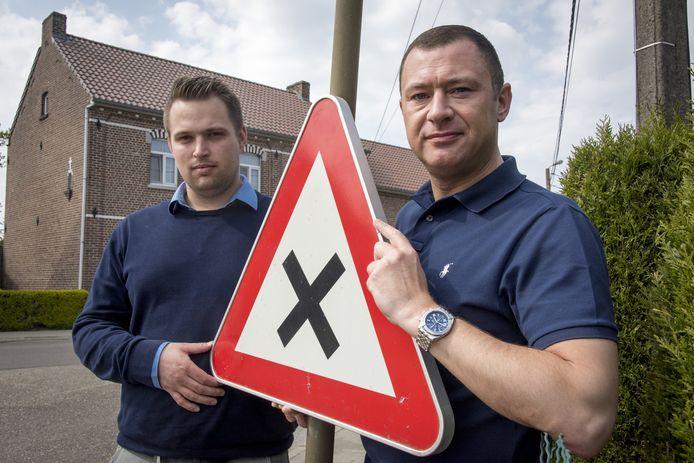 Voorzitter van de gemeenteraad Simon Vandermeulen en burgemeester Peter Reekmans zijn tevreden met de resultaten als gevolg van de afschaffing van de voorrang van rechts.
