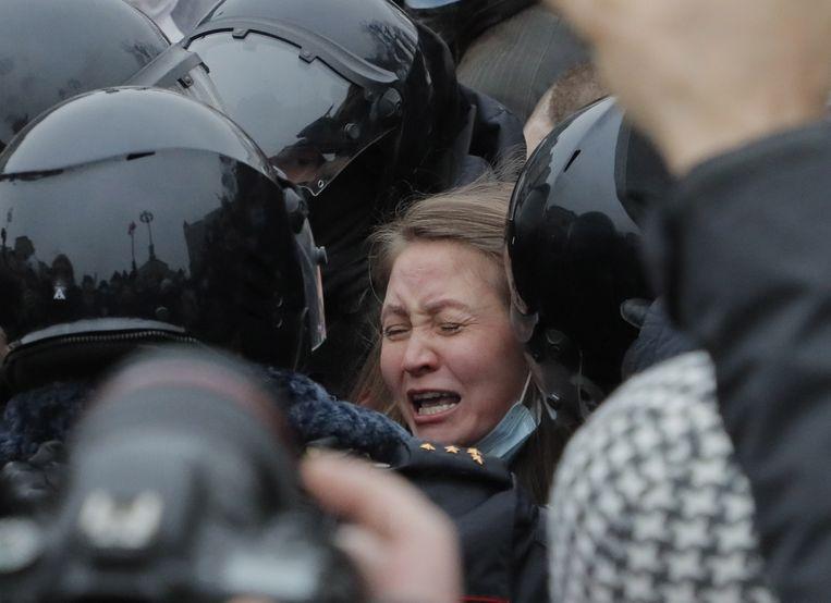 Bij de protesten in Chabarovsk zijn meerdere arrestaties verricht. De Russen demonstreren voor de vrijlating van oppositieleider Aleksej Navalny. Beeld EPA