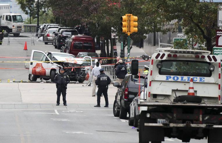 Ik zou met hem willen praten. Vragen waarom hij het heeft gedaan. Maar wraakzuchtig ben ik niet.' (Foto: de pick-up waarmee de aanslag gepleegd werd.) Beeld