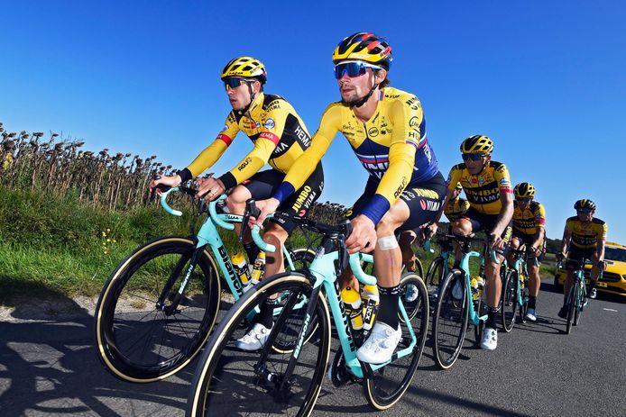 Jumbo-Visma kan met de volledige ploeg de laatste Tourweek in.