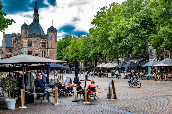 Deventenaren hebben al lang geen volle terrassen meer gezien op de Brink.