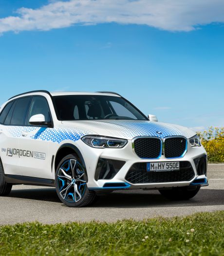 Een BMW op waterstof: zo rijdt de iX5