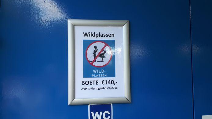 De toiletten zijn dicht in 't Kwekkeltje. Op wildplassen staat een boete van 140 euro.