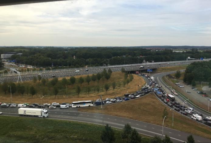 Het verkeersplein bij Zwolle slibde dicht tijdens de werkzaamheden op de IJsselallee en bij het station.
