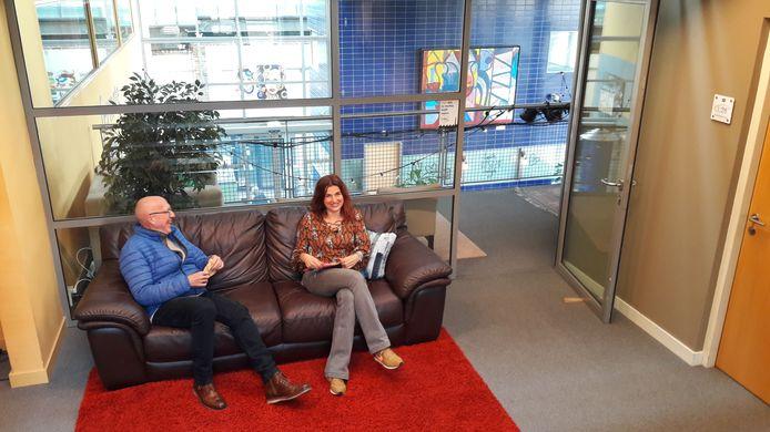 Bestuursvoorzitter Niek Gorris en manager Hannie Derks van Centrum Hofdael
