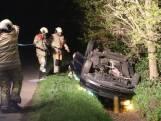 Auto persfotograaf met shovel op kop sloot in geduwd, twee gewonden