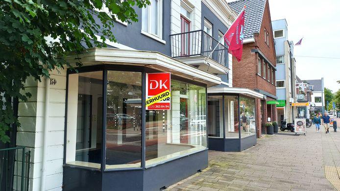Het pand van voormalige schoenwinkel Jan Röttjers Schoenmode aan de Utrechtseweg in Oosterbeek. Hier komt de winkel van Tante Betsy.