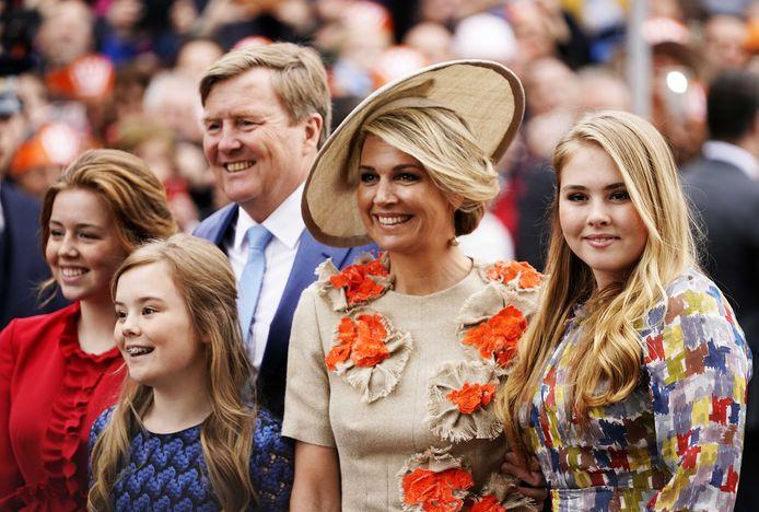 Koning Willem-Alexander, koningin Maxima en de prinsessen Amalia, Alexia en Ariane tijdens Koningsdag 2019 in Amersfoort.