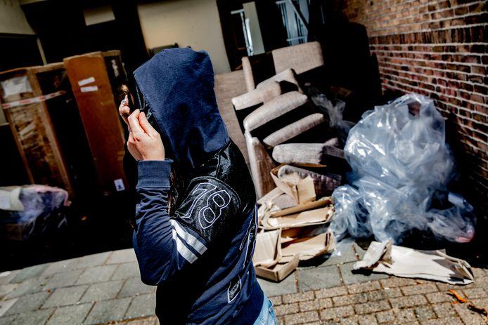 Zwerfjongeren lopen steeds weer tegen allerlei regeltjes aan waardoor ze maar lastig aan woonruimte kunnen komen.