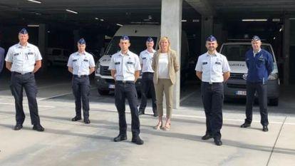Vijf agenten en juridisch adviseur leggen eed af bij politiezone VLAS