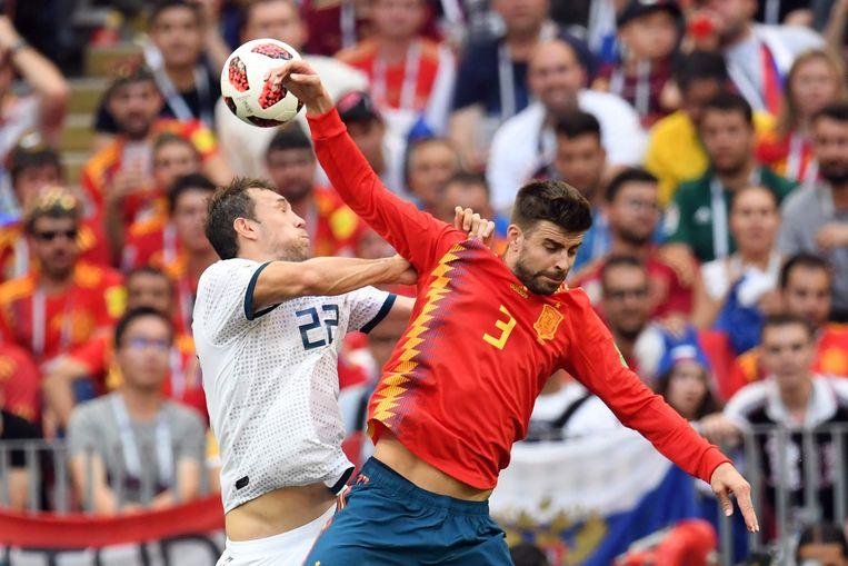 De handsbal van Piqué Beeld AFP