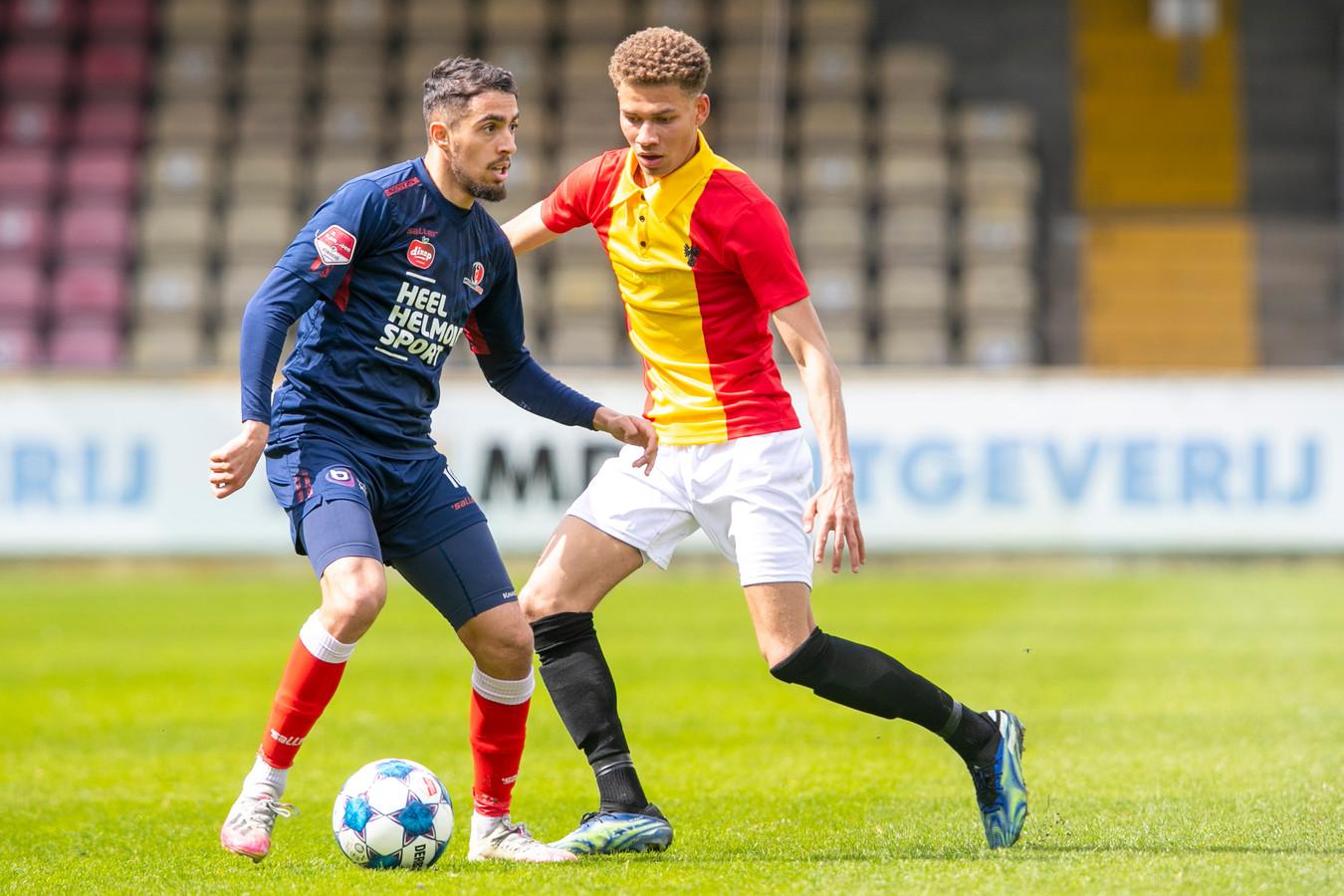 Karim Loukili werd zondagmiddag aardig op de huid gezeten door de defensie van Go Ahead Eagles. Hij kon zijn stempel niet drukken.