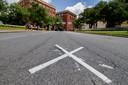 Op de plek van het kruis werd JFK geraakt.