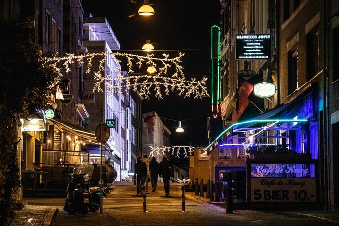 Alleen op het horecadeel van de Grotestraat hing die kerstverlichting, vanaf donderdagavond in de hele straat.