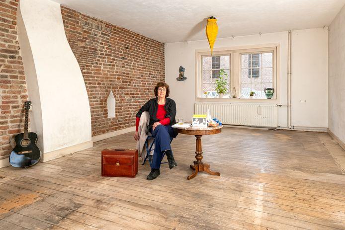 'Een eerbetoon aan mijn man', noemt Nora het verhaal achter het pand aan Muurhuizen, dat gevuld is met verhalen over haar Jan.