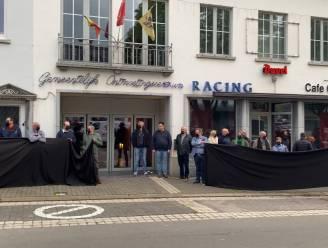 Misnoegde bewoners en winkeliers van de Markt voeren actie bij aanvang gemeenteraad in Gavere