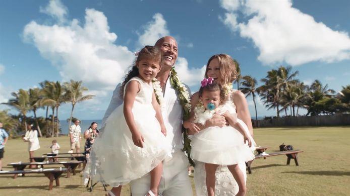 Dwayne 'The Rock' Johnson, echtgenote Lauren en hun twee kinderen op hun huwelijksfeest vorig jaar