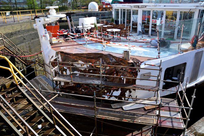 De Viking Idun op de scheepswerf in Amsterdam, waar het ter reparatie lag na de aanvaring.