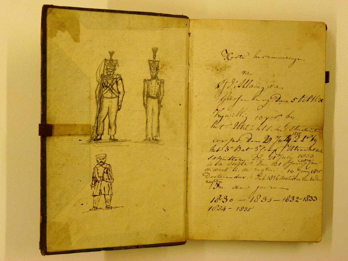 Diverse officieren hebben hun herinneringen aan Kamp Rijen in een dagboekje geschreven.
