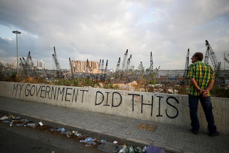 Veel Libanezen vinden dat de nalatigheid en corruptie van de regering mede-verantwoordelijk is voor de explosie in de haven afgelopen augustus.  Beeld REUTERS