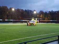 Traumahelikopter op voetbalveld Soest na harde botsing spelers