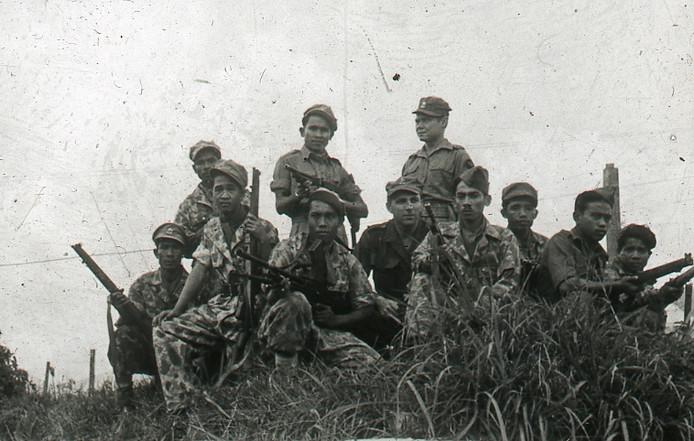 Een groepsfoto van een aantal KNIL-militairen.