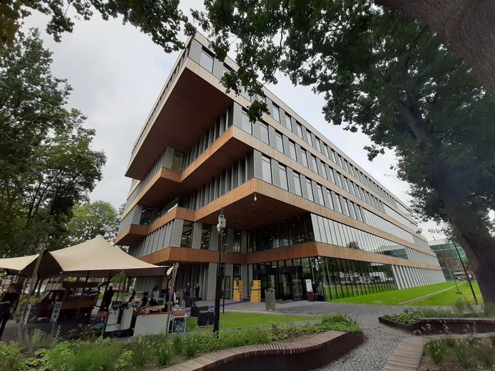 Nieuwbouw R10 van Fontys Hogescholen op de campus aan de Rachelsmolen in Eindhoven.