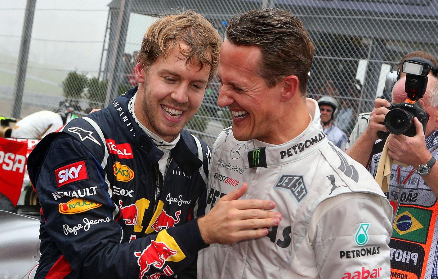 Michael Schumacher feliciteert Sebastian Vettel met zijn wereldtitel in 2012
