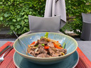 Rundvlees in de wok met oestersaus en verse groenten