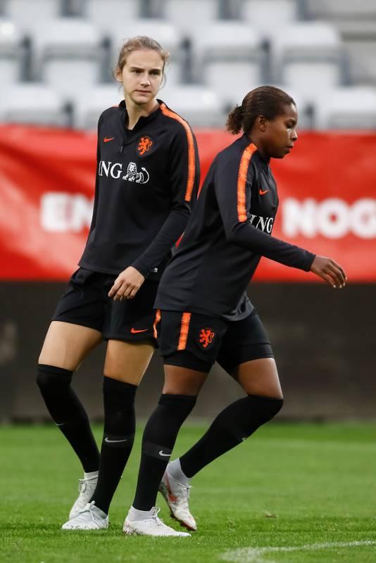 Vivianne Miedema en Lineth Beerensteyn.